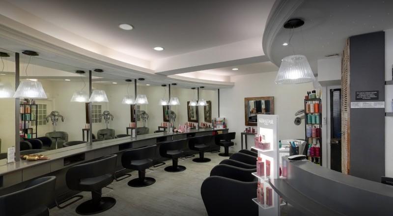 Une équipe de quatre coiffeuses professionnelles saura à votre écoute pour vous conseiller dans vos choix appropriés à votre personnalité